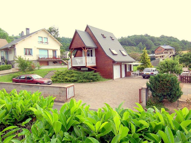 chalet 'Le Chardon' comprenant 1 appart pour 4 pers et 1 studio pour 2 pers, location de vacances à Rochefort-Montagne