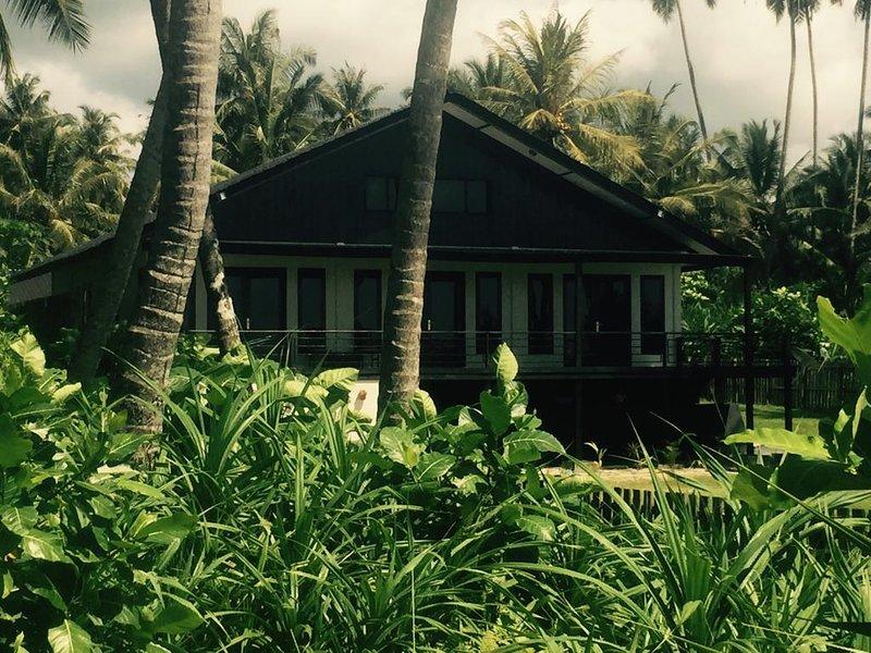 ISLAND TIME SIMEULUE BEACH HOUSE, holiday rental in Sumatra
