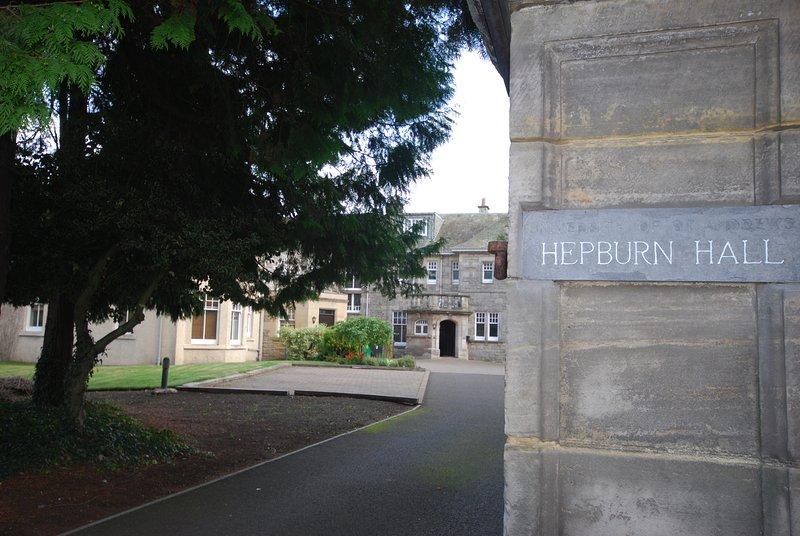 Hepburn Hall, St Andrews, holiday rental in Strathkinness