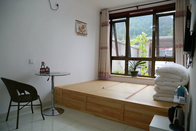 Walk to Great Wall, Sunshine Tatami room for 2-4 people, Ferienwohnung in Peking