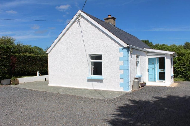 Hilltop Cottage Self catering rustic farm house, vakantiewoning in Carrigallen