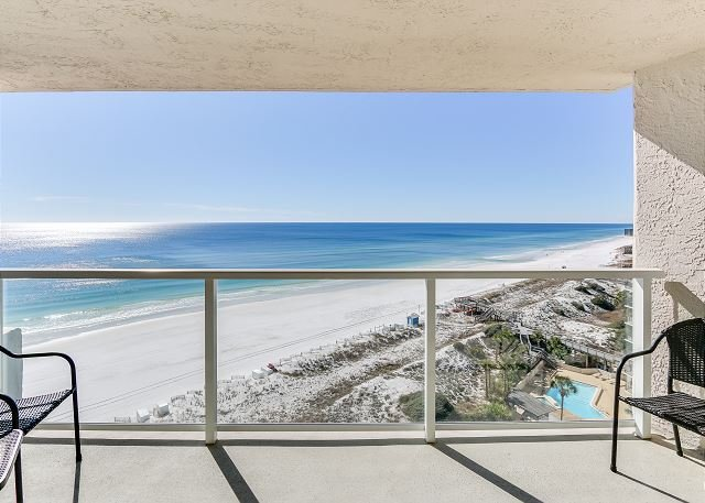 Perfect beachfront condo for couples looking to getaway at a private resort!, vacation rental in Miramar Beach
