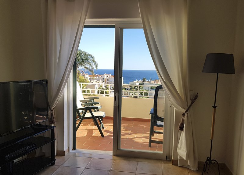 Casa Belamar. Spacious house in Praia da Luz with sea views and private pool., holiday rental in Espiche