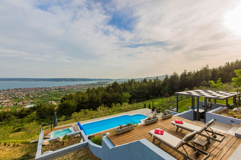 Luxury Villa Grand View with Swimming Pool, vacation rental in Kastela