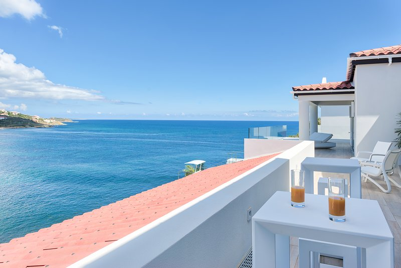 6 Bedroom Luxury Ocean Front Elegant Modern Luxury Villa, holiday rental in Philipsburg