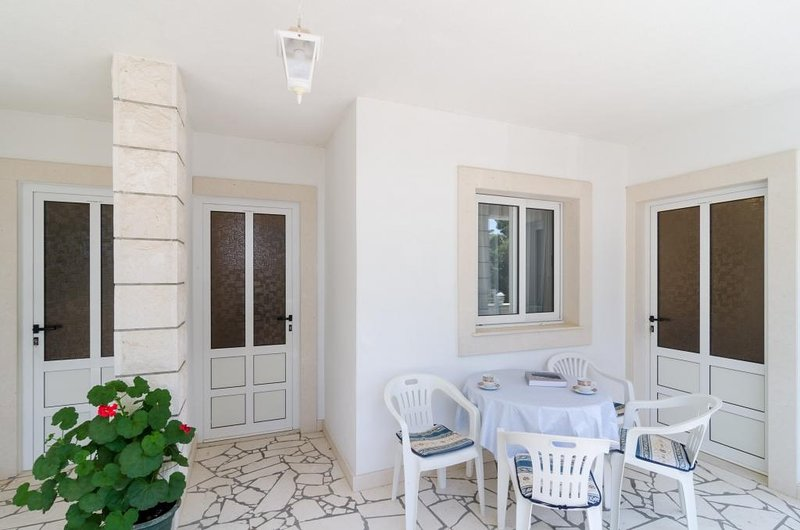 Apartments Villa Dingač - Standard One Bedroom Apartment with Balcony and Sea, vacation rental in Potomje