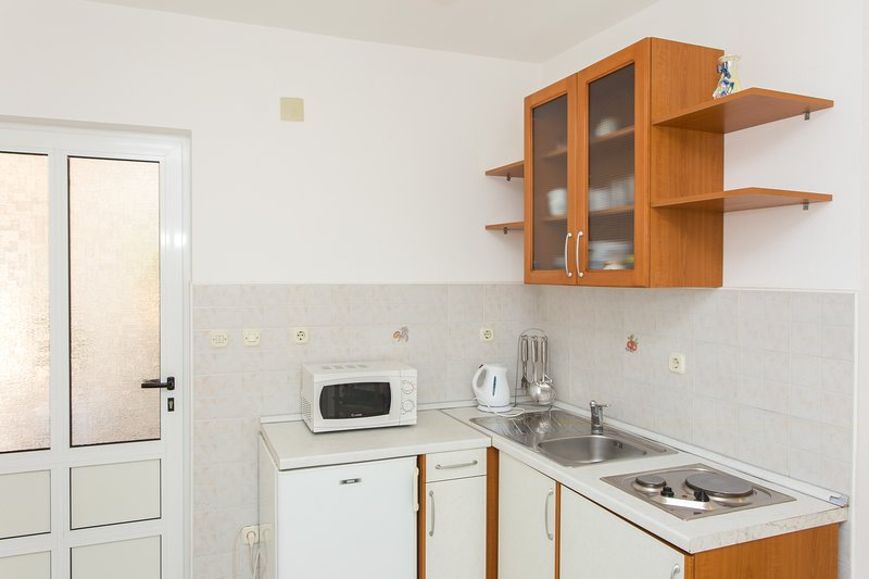 Apartments Villa Dingač - Comfort One Bedroom Apartment with Balcony and Sea, vacation rental in Potomje