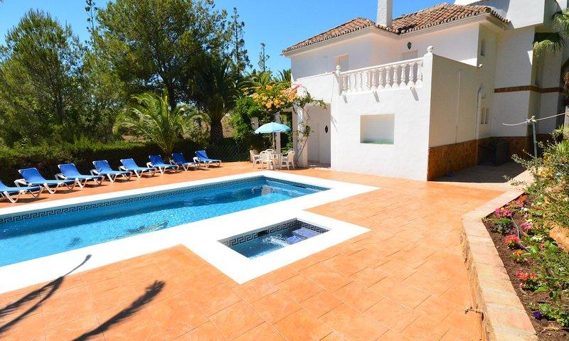 Fuengirola Villa Sleeps 18 with Pool Air Con and WiFi - 5700541, vacation rental in Las Lagunas de Mijas