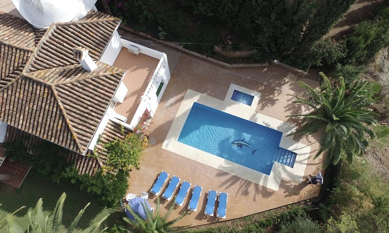 Fuengirola Villa Sleeps 14 with Pool Air Con and WiFi - 5700536, vacation rental in Las Lagunas de Mijas