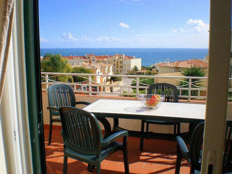 Casa Belamar. Spacious house in Praia da Luz with sea views and private pool., casa vacanza a Espiche