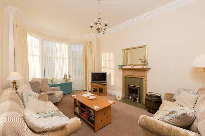 APARTMENT, 45 WESTGATE ,NORTH BERWICK, holiday rental in North Berwick