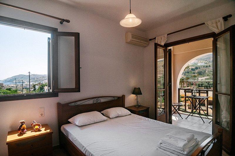 Olive green house (maisonette) Agia Pelagia,Crete, holiday rental in Mononaftis