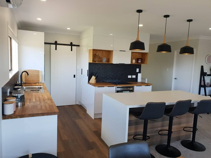 All new everything, beautiful relaxed open space, alquiler de vacaciones en Tauranga