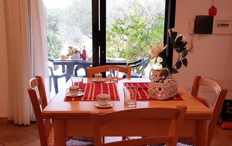 Pareja 2_Appartamento con giardino, holiday rental in Marina di Orosei