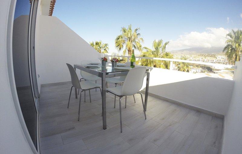 Island Village Heights FREE WIFI, holiday rental in La Caldera