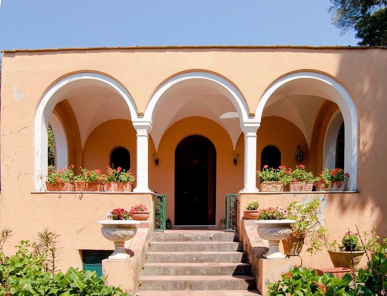 AMORE RENTALS - Casa Eliana, Historic Villa with Garden and Terraces in Capri, holiday rental in Marina Piccola
