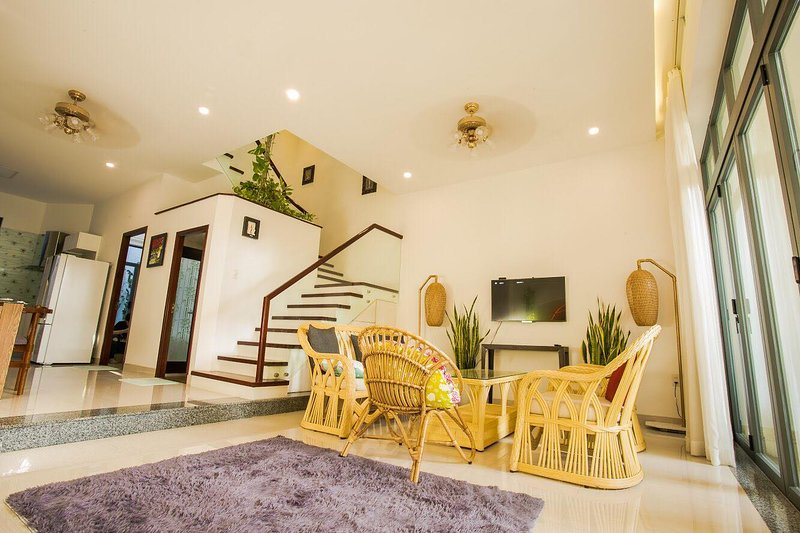 Spacious 3-bedroom Villa Near Beach, vacation rental in An Hai Dong