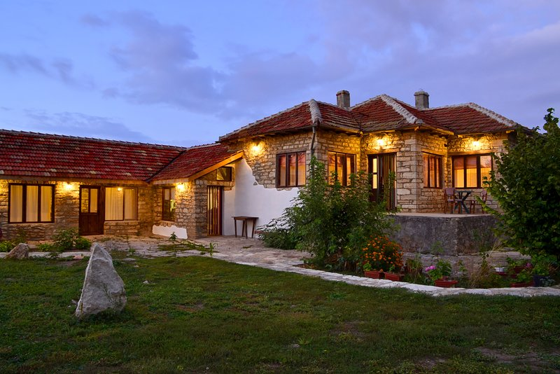 Stone Build Villa Close to the Sea, holiday rental in Balgarevo