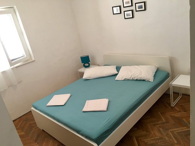 2 PERSONS APARTMANT + BIG TERRACE, location de vacances à Metajna