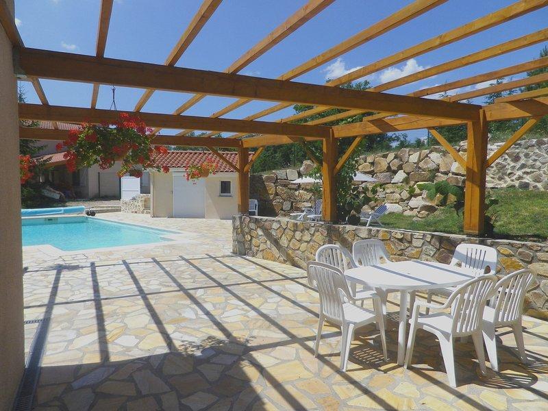 ' Le Panorama ' appartement indépendant dans Villa, location de vacances à Saint-Beauzire