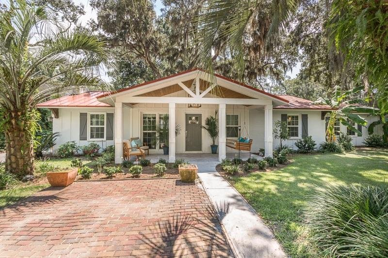 Large Island Style One Story Home 5 bds / 3 Full Bath Sleeps 9 Duck Pond, holiday rental in Saint Simons Island