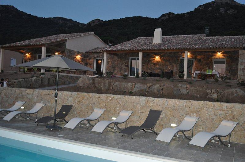 VILLA DE CHARME AU COEUR DU MAQUIS -2-14 PERSONNES - PISCINE CHAUFFEE, vacation rental in Figari