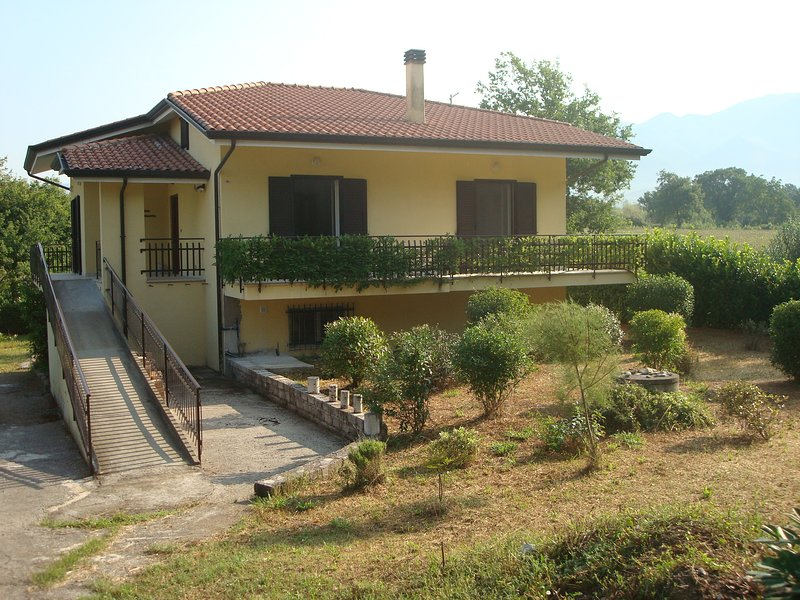 Apartment  Cassino in quiet Lazio countryside., vakantiewoning in Tora e Piccilli