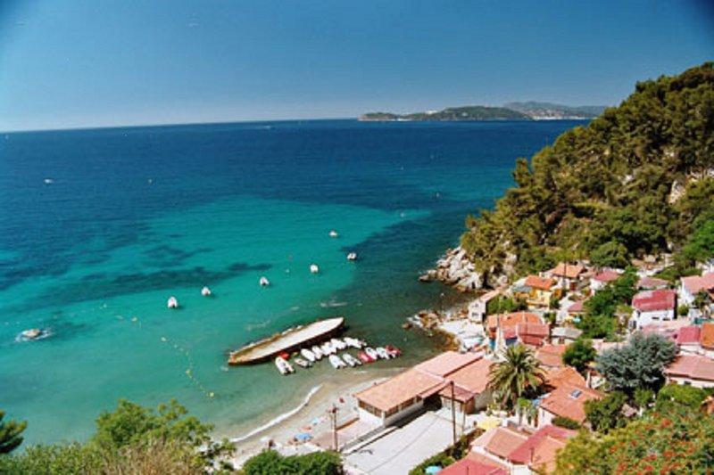 *** Beau T2 de 40 m2, terrasse avec vue mer, au calme, à 50 mètres de la plage, casa vacanza a Le Pradet