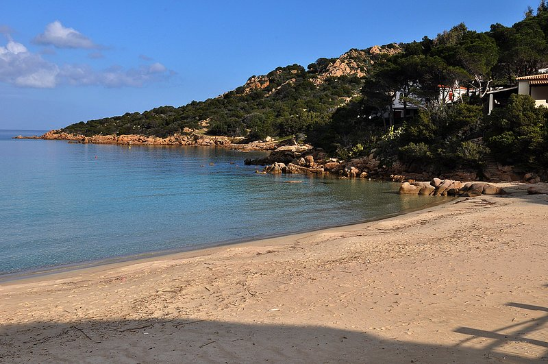 Appartamento 4 posti letto Baia Sardinia a soli 250 mt dal mare, vacation rental in Baia Sardinia