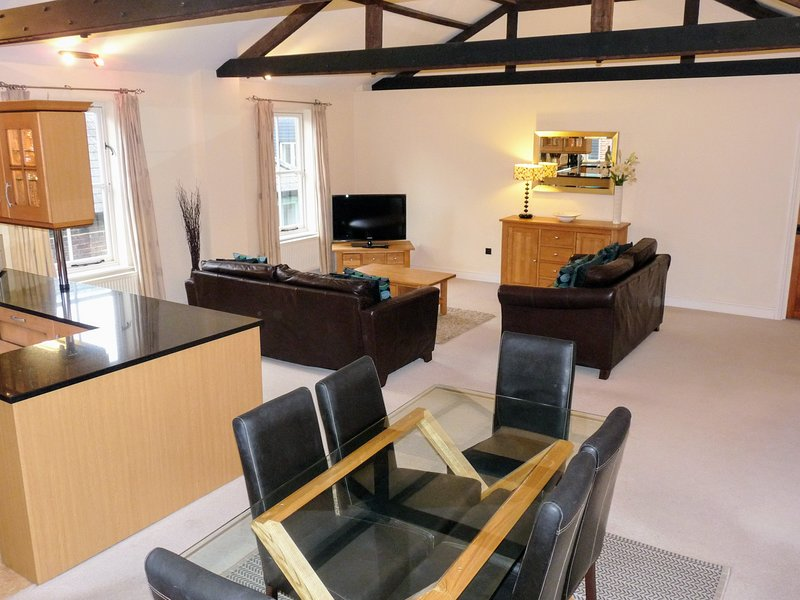 Vellum Court, Havant - a stylish home from home for exploring the South Coast, holiday rental in Woodmancote