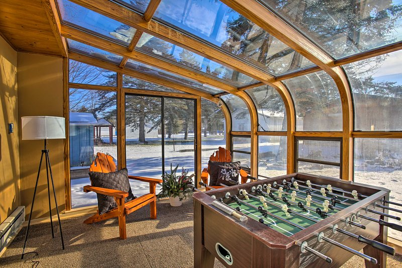 Houghton Lake House - Directly on Waterfront!, aluguéis de temporada em Higgins Lake