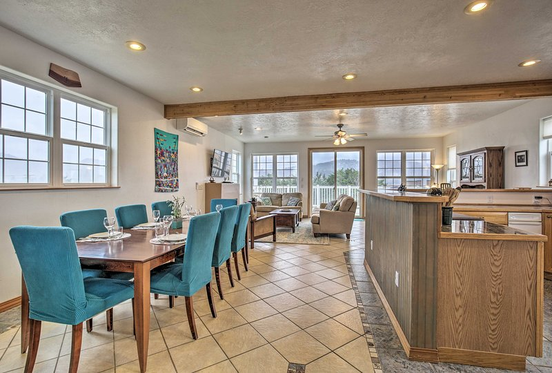 Plan an unforgettable beach getaway in Pacific City, OR to this lovely house!