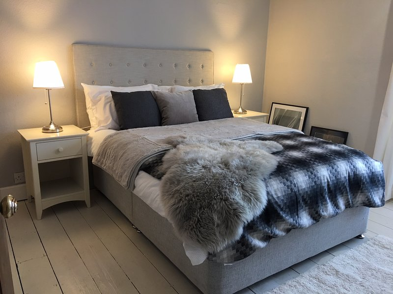 NORWICH CITY CENTRE HOLIDAY LET - refurbished Sept 2020. 2 bedrooms for up to 6, Ferienwohnung in Drayton