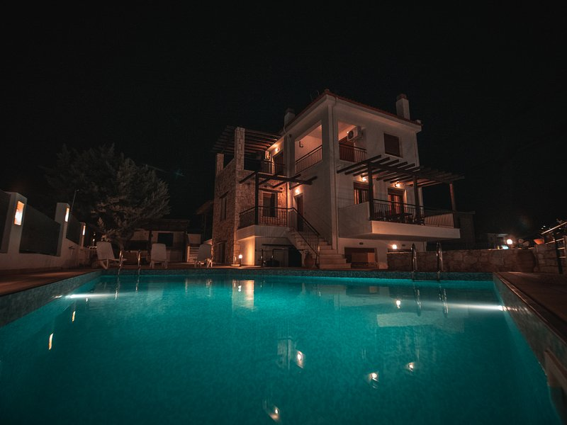 A private Sanctuary ten minutes from the sea., vacation rental in Nikiti
