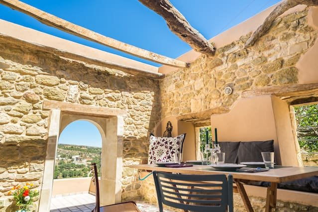 Pera Chorio - Joy: Artist's stone house with countryside views, holiday rental in Tripitos