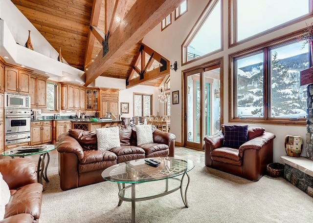 Huge Multi-Level Home w/ Hot Tub, Separate Studio Apartment & Vail Views, vacation rental in Vail