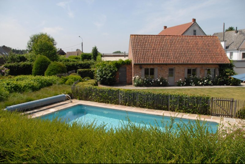 Beautiful villa with swimming-pool, holiday rental in Herzele