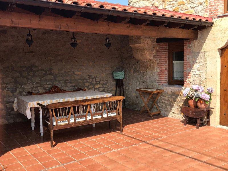 Casa de piedra reformada, holiday rental in Treceno