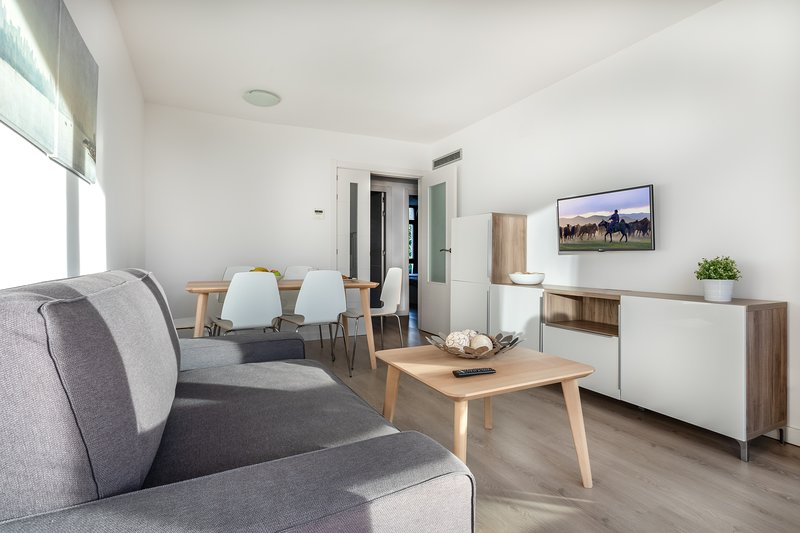 Deluxe 2 Bedroom Apartment - Next to the beach, Ferienwohnung in Cambrils
