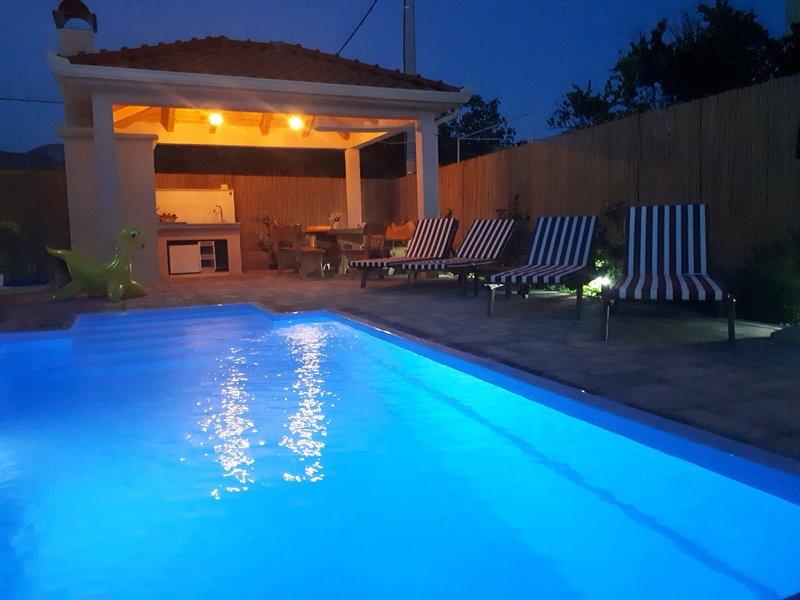Luxury Villa Petra, near Split, alquiler de vacaciones en Kastel Stari