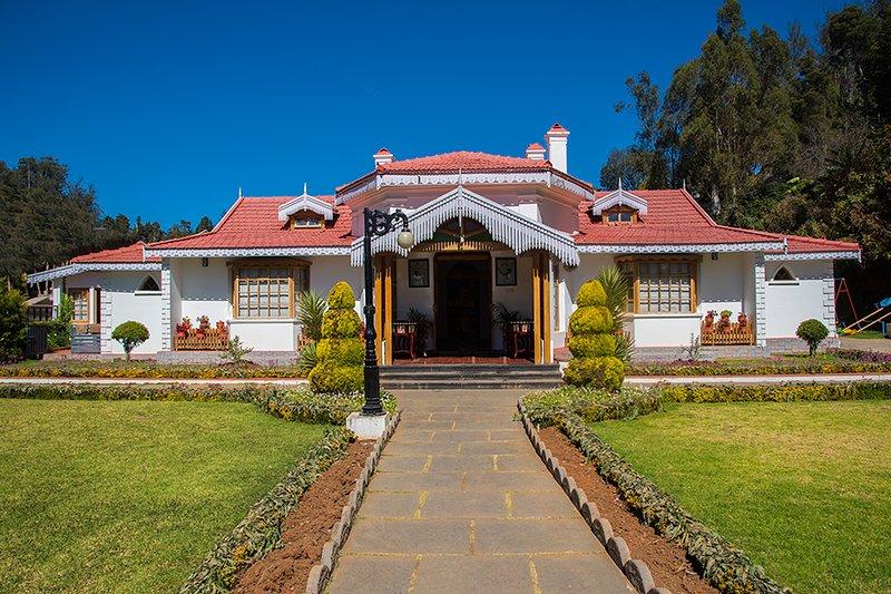 Villa desde el exterior 1
