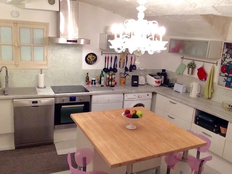 Kitchen (partial view)