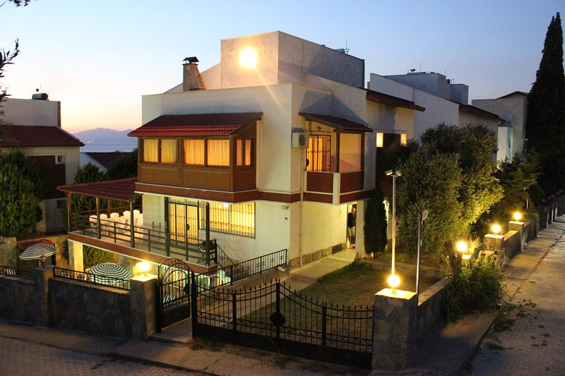 6 Bedrooms Detached Villa with Private Pool, holiday rental in Kusadasi