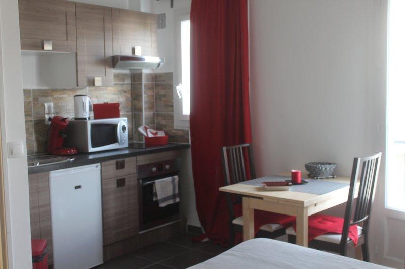 ❤️ Chez Bruno, studio fonctionnel et calme ️❤️, casa vacanza a La Plaine-Saint-Denis