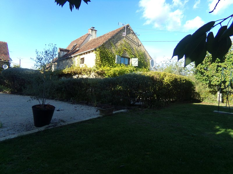 Stone self catering cottage in the heart of the dordogne valley, holiday rental in Saint-Julien-de-Lampon