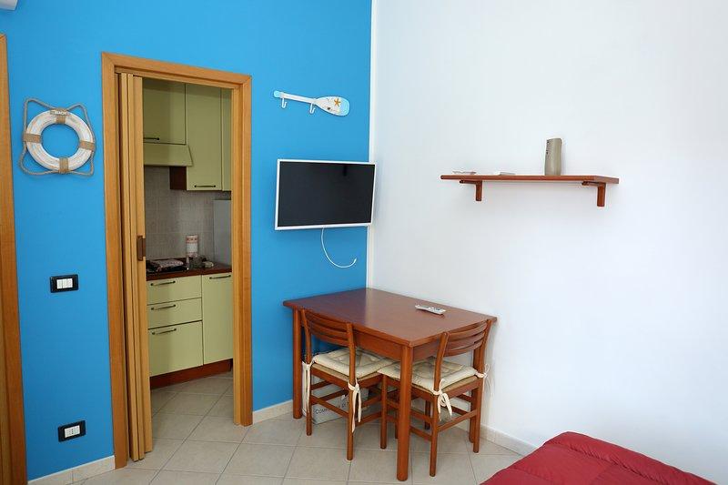 Pretty studio flat with garden near the beach, location de vacances à Casa Milazzo