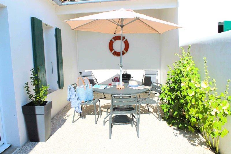 Villa 1 chambre avec cour au centre de La Flotte, holiday rental in La Flotte