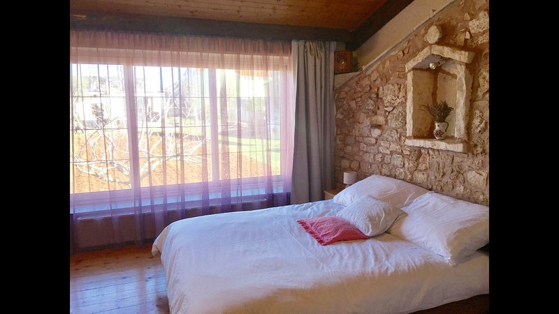 Stone house near Rovinj, location de vacances à Brajkovici