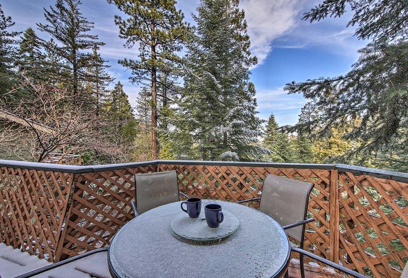 Disfrute de un café en el aire fresco de la montaña.