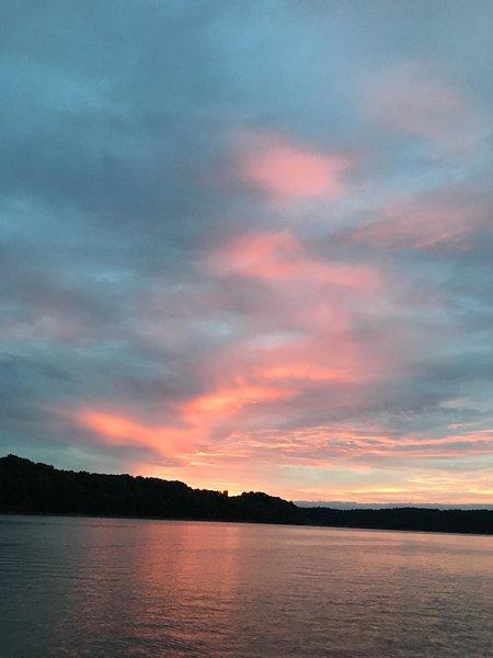 Puesta de sol sobre el lago Cumberland